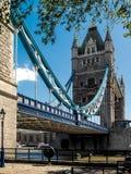 伦敦,英国- 6月14日:塔桥梁在2013年6月14日的伦敦 免版税库存图片