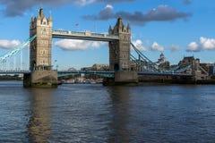 伦敦,英国- 2016年6月15日:塔桥梁日落视图在伦敦,英国 免版税库存图片
