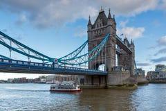 伦敦,英国- 2016年6月15日:塔桥梁日落视图在伦敦,英国 免版税库存照片