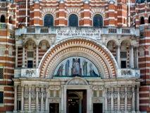 伦敦,英国- 6月14日:威斯敏斯特大教堂看法在伦敦 免版税图库摄影