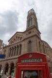 伦敦,英国- 2016年6月17日:威斯敏斯特教堂和电话亭,伦敦,大英国 免版税库存照片