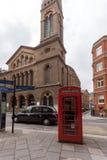 伦敦,英国- 2016年6月17日:威斯敏斯特教堂和电话亭,伦敦,大英国 库存照片