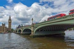 伦敦,英国- 2016年6月15日:威斯敏斯特桥梁和大本钟,伦敦,英国 图库摄影
