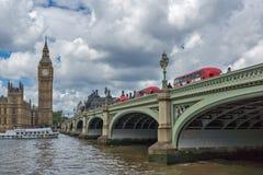 伦敦,英国- 2016年6月15日:威斯敏斯特桥梁和大本钟,伦敦,英国 库存图片