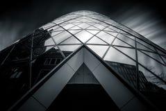 伦敦,英国- 3月29日:嫩黄瓜摩天大楼的大角度看法 图库摄影