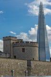 伦敦,英国- 2016年6月15日:有伦敦塔和碎片的,伦敦,英国全景 免版税库存图片