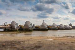 伦敦,英国- 2016年4月01日:泰晤士洪水障碍 库存照片