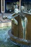 伦敦,英国- 8月22日:瀑布喷泉安东尼唐纳森 免版税库存照片