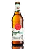 伦敦,英国- 2017年3月21日:瓶在白色的皮尔逊Urquell啤酒 它自1842在Pilsen,捷克以来被生产了 库存照片