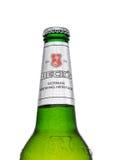 伦敦,英国- 2017年3月15日:瓶在白色背景的小河啤酒 小河啤酒厂在1873年被创办了在布里曼,德国 免版税库存照片