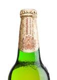 伦敦,英国- 2017年3月30日:瓶在白色,其中一的百威Budvar啤酒最高的销售的啤酒在捷克 免版税库存照片