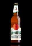 伦敦,英国- 2017年3月21日:瓶在黑色的皮尔逊Urquell啤酒 它自1842在Pilsen,捷克以来被生产了 库存照片