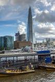伦敦,英国- 2016年6月15日:碎片摩天大楼的看法从泰晤士河,大英国的 库存图片