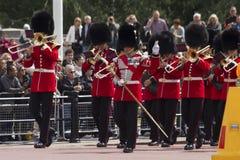 伦敦,英国- 2015年6月01日:英国皇家卫兵执行Th 免版税库存图片