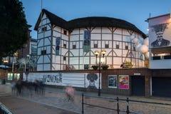 伦敦,英国- 2016年6月17日:莎士比亚` s地球夜照片在伦敦 库存照片