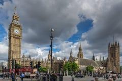 伦敦,英国- 2016年6月16日:议会议院与大本钟,威斯敏斯特宫殿,伦敦,大英国的 库存照片