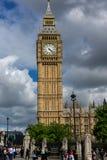 伦敦,英国- 2016年6月16日:议会议院与大本钟,威斯敏斯特宫殿,伦敦,大英国的 库存图片