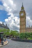 伦敦,英国- 2016年6月15日:议会议院与大本钟,威斯敏斯特宫殿,伦敦,英国的 库存照片