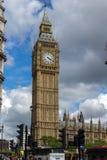 伦敦,英国- 2016年6月16日:议会议院与大本钟,威斯敏斯特宫殿,英国,大英国的 免版税库存图片
