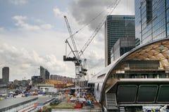 伦敦,英国- 2014年5月12日:金丝雀码头DLR港区驻地在伦敦 免版税库存照片