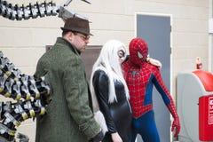 伦敦,英国- 5月26日:高空作业的建筑工人和Octopus医生cosplayers pos 免版税库存照片