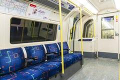 伦敦,英国- 4月07日: 空的北线undergrou内部  免版税库存照片