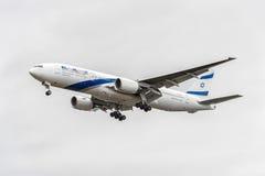 伦敦,英国- 2016年8月22日:4X-ECE以色列航空公司以色列航空公司波音777着陆在希思罗机场,伦敦中 免版税库存图片