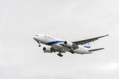 伦敦,英国- 2016年8月22日:4X-ECE以色列航空公司以色列航空公司波音777着陆在希思罗机场,伦敦中 免版税库存照片
