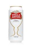 伦敦,英国- 2017年5月29日:Alluminium能在白色的史特拉Artois啤酒 史特拉Artois自1926年以来酿造了在比利时 免版税库存照片