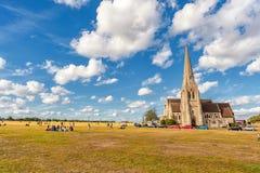 伦敦,英国- 2016年8月21日:Blackheath和诸圣日 有多云蓝天和绿草的格林威治公园 免版税图库摄影
