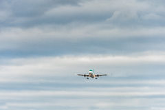 伦敦,英国- 2016年8月22日:EI-CVA爱尔兰航空空中客车A320着陆在希思罗机场,伦敦中 库存图片