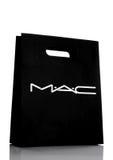 伦敦,英国- 2017年3月15日:MAC化妆用品纸购物礼物袋子白色 MAC化妆用品在多伦多,安大略,加拿大建立了 库存照片