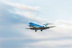 伦敦,英国- 2016年8月22日:PH-KZB登陆在希思罗机场,伦敦中的KLM Cityhopper福克战斗机70 库存图片