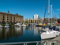 伦敦,英国- 6月14日:St凯瑟琳的船坞在6月14日的伦敦, 免版税库存照片