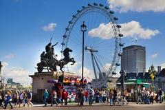 伦敦,英国- 2014年5月14日-伦敦眼睛是巨型弗累斯大转轮 图库摄影