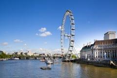 伦敦,英国- 2014年5月14日-伦敦眼睛是被打开的巨人弗累斯大转轮 库存照片