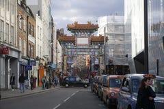 伦敦,英国- 2016年7月16日 唐人街唐人街在Gerrard街附近以许多餐馆、面包店和纪念品店为特色  免版税库存照片