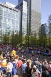 伦敦,英国- 2014年4月13日-在金丝雀码头唱腔的伦敦马拉松,专家的巨型的体育比赛和爱好者运动员, 库存照片