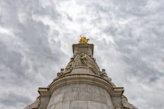伦敦,英国- 2017年7月15日-女王/王后维多利亚纪念碑伦敦细节 免版税图库摄影