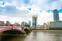 伦敦,英国- 2016年6月21日 美好的街道视图  库存照片