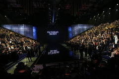 伦敦,英国- 12月02 :客人出席2014年维多利亚的秘密时装表演前排&前鸡尾酒招待会 免版税图库摄影
