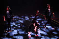 伦敦,英国- 12月02 :舞蹈家执行在每年维多利亚的秘密时装表演 库存照片