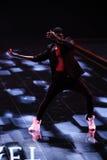 伦敦,英国- 12月02 :舞蹈家执行在每年维多利亚的秘密时装表演 图库摄影
