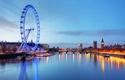 伦敦,英国- 6月19 :2013年6月19日的伦敦眼寸 免版税图库摄影