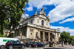 伦敦,英国-著名圣保罗的大教堂教会 免版税库存照片