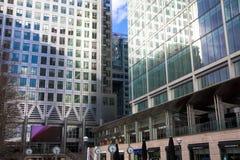 伦敦,英国-金丝雀码头, 2014 3月22日,现代玻璃大厦 库存图片