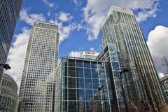 伦敦,英国-金丝雀码头, 2014 3月22日,现代玻璃大厦 免版税库存照片