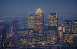伦敦,英国-黄雀色Whar摩天大楼的地平线视图  库存照片