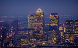 伦敦,英国-黄雀色Whar摩天大楼的地平线视图  库存图片