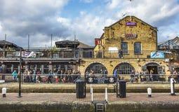 伦敦,英国- 2016年 02 19 :坎登镇在伦敦,坎登市场 免版税库存照片